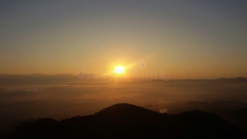Восход солнца в в воскресенье утром стоковые фотографии rf
