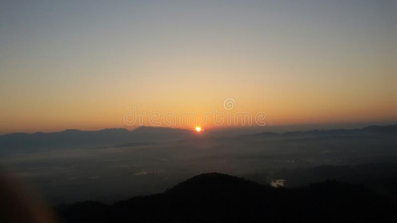 Восход солнца в в воскресенье утром стоковое изображение