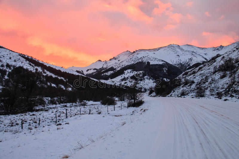Восход солнца в зиме Pataia стоковое изображение rf