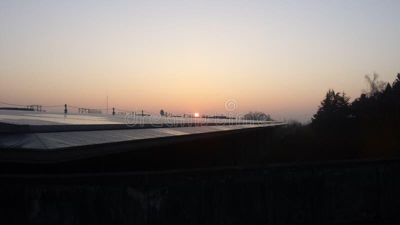 Восход солнца в здании стоковые изображения rf