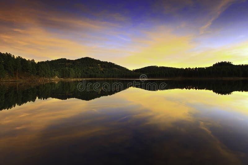 Восход солнца в озере стоковое изображение rf
