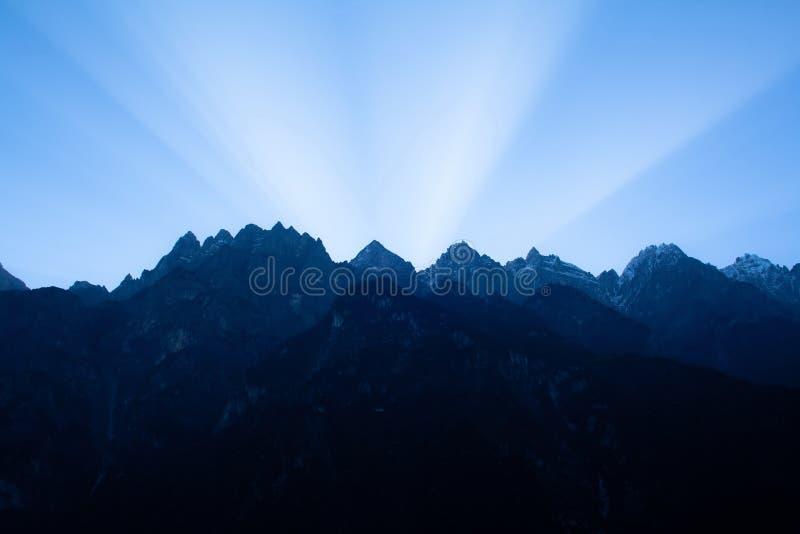 Восход солнца в тигре перескакивая ущелье. Тибет. Китай. стоковые фото