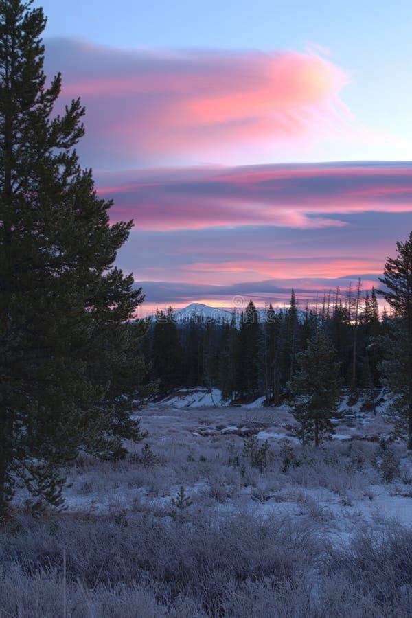 Восход солнца горы зимы стоковые фото