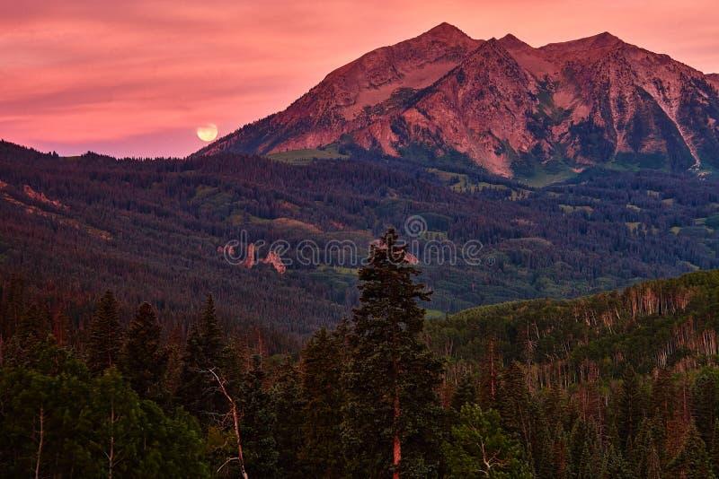 Восход солнца лета в Колорадо стоковое изображение rf