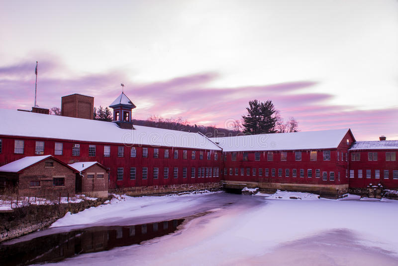 Восход солнца зимы на мельнице Collinsville стоковое изображение