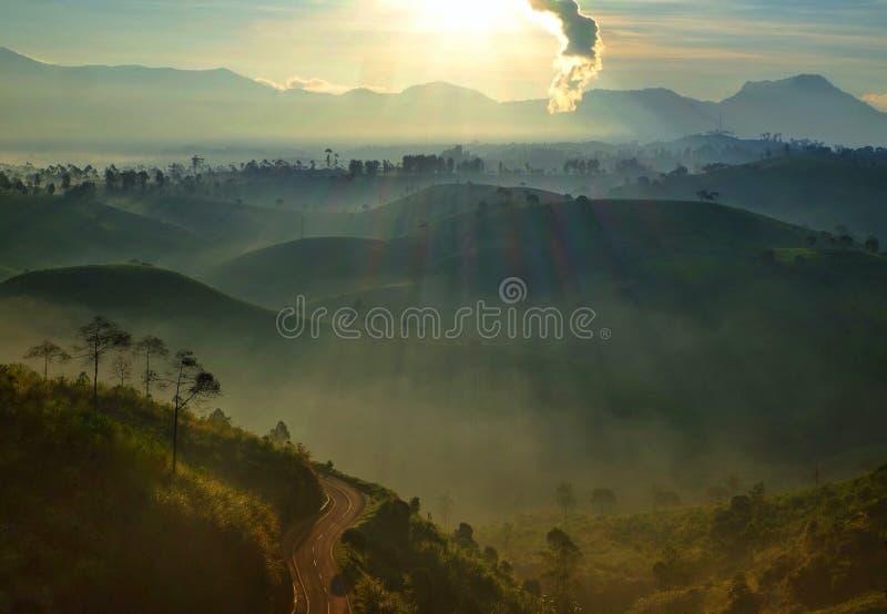 Восход солнца и крен стоковое изображение