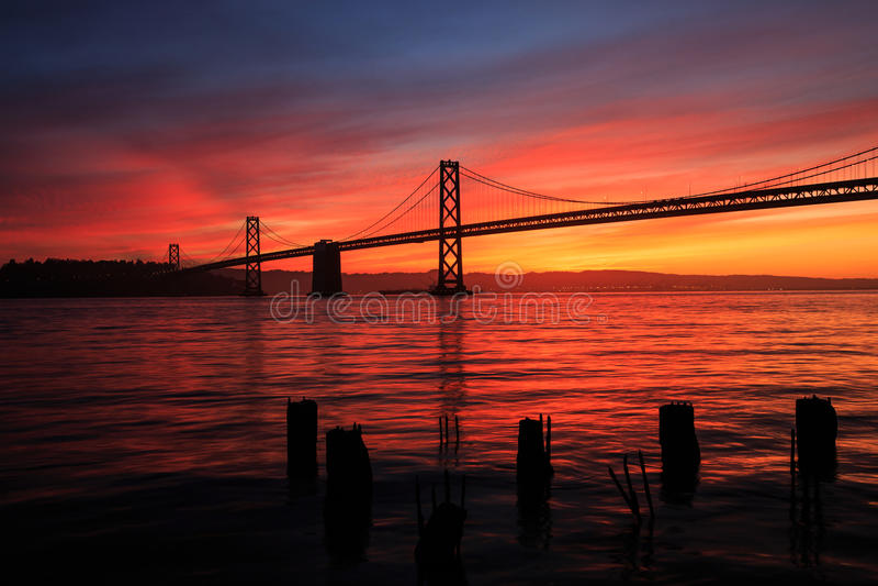 Восход солнца моста залива стоковые фотографии rf