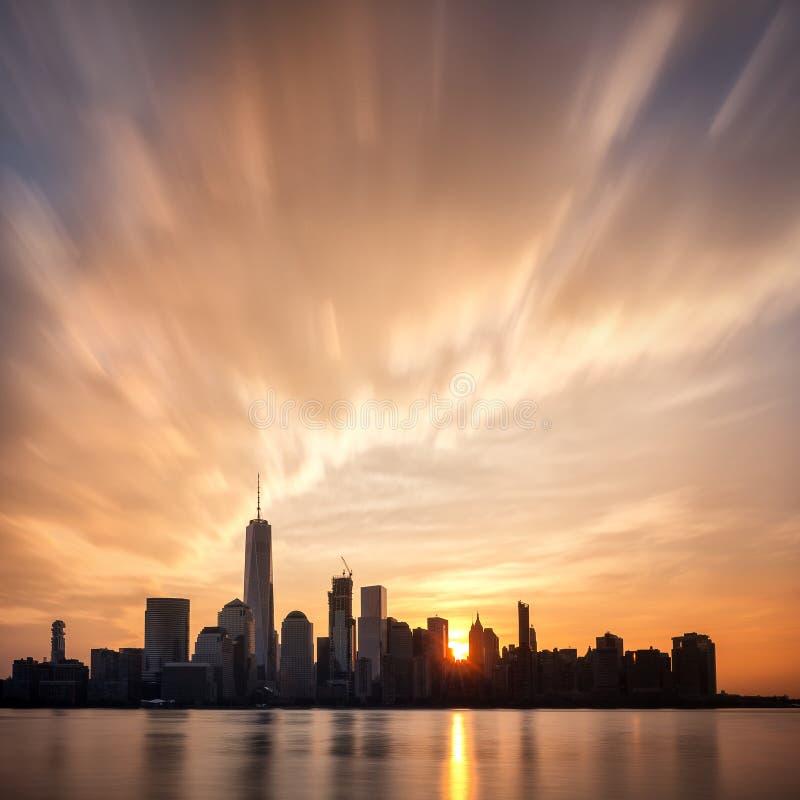 Восход солнца над более низким Манхаттаном, Нью-Йорком стоковые изображения rf