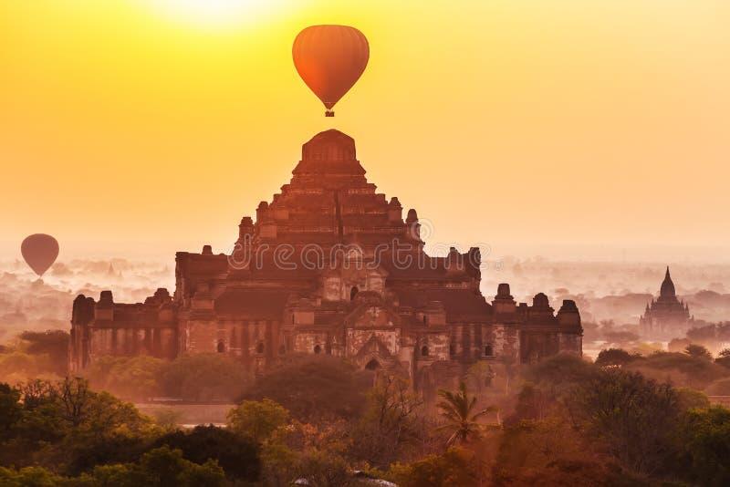 Восход солнца над висками Dhammayangyi, Bagan, Мьянма стоковое изображение