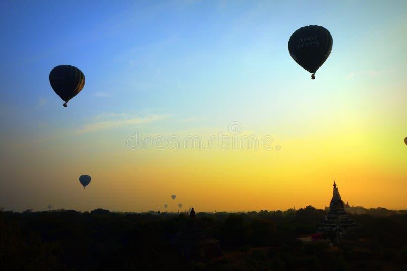 Восход солнца на висках Bagan, Мьянме стоковое фото rf