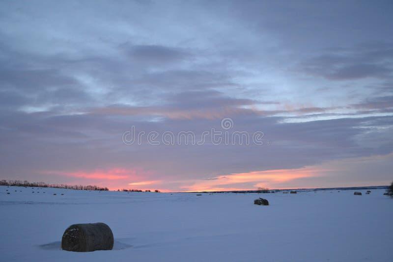 Восход солнца на зимний день стоковая фотография
