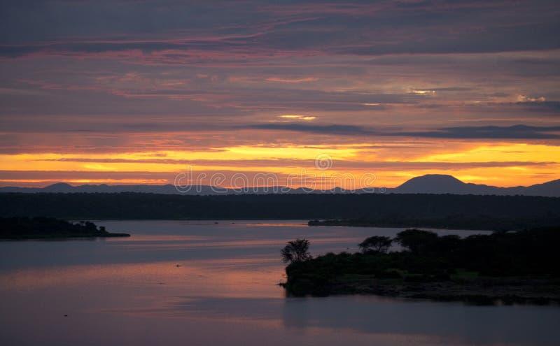 Восход солнца над каналом Kazinga вышесказанного Уганда стоковая фотография rf