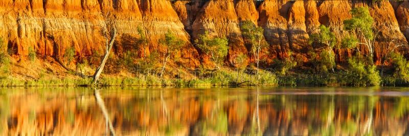 Восход солнца на красных скалах стоковое изображение rf