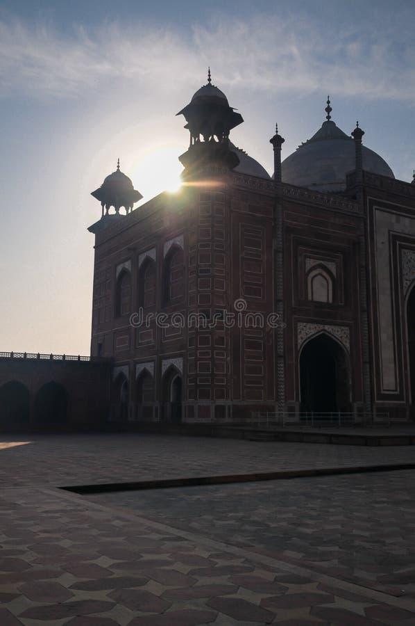 Восход солнца над мечетью Тадж-Махала стоковая фотография rf