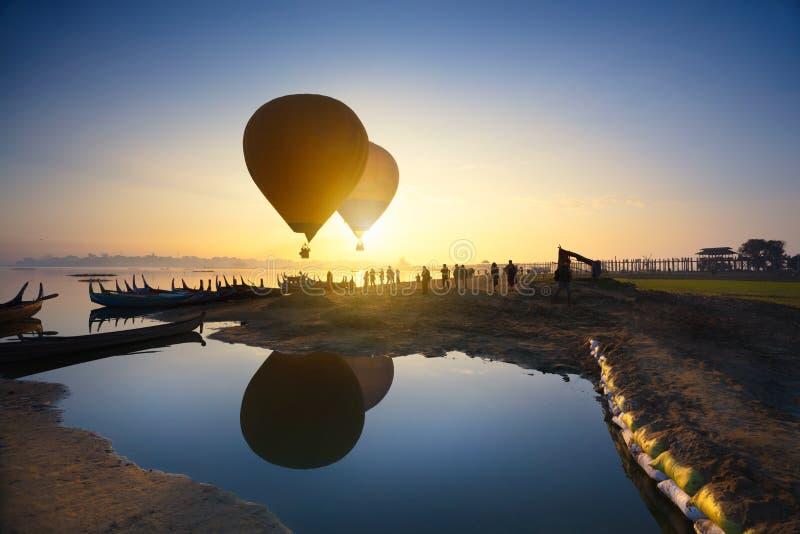Восход солнца на мосте u Bein стоковое изображение
