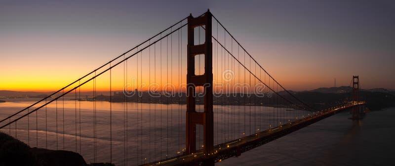 Восход солнца над мостом золотого строба Сан-Франциско стоковая фотография