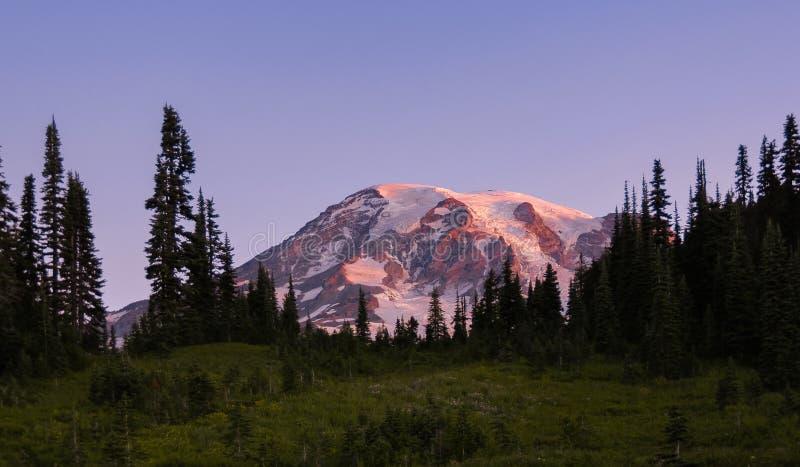 Восход солнца на национальном парке Mt более ненастном около рая стоковое изображение rf