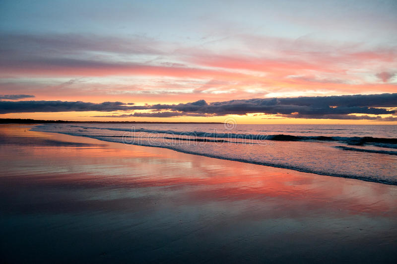 Восход солнца на пляже острова Drake стоковые фото