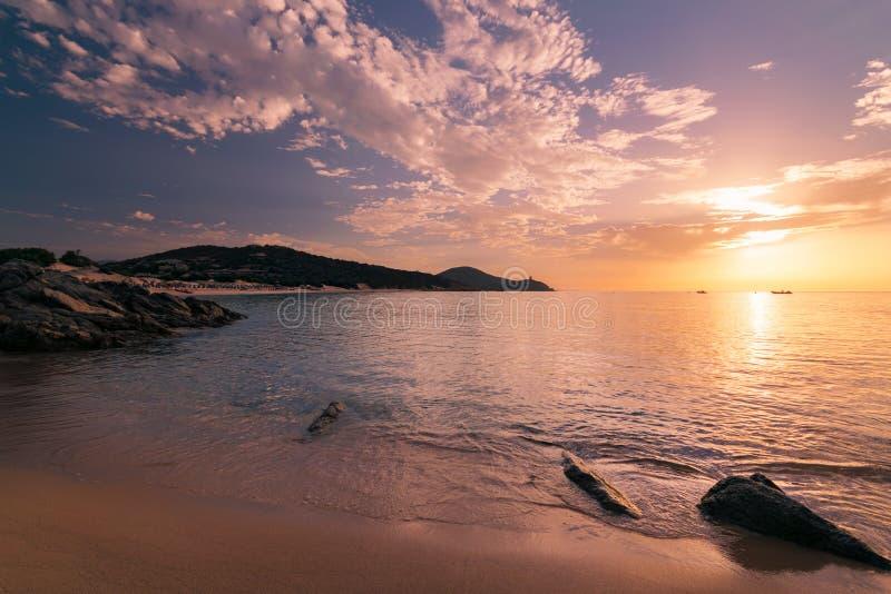 Восход солнца на пляже Chia, Сардинии, Италии стоковое фото rf
