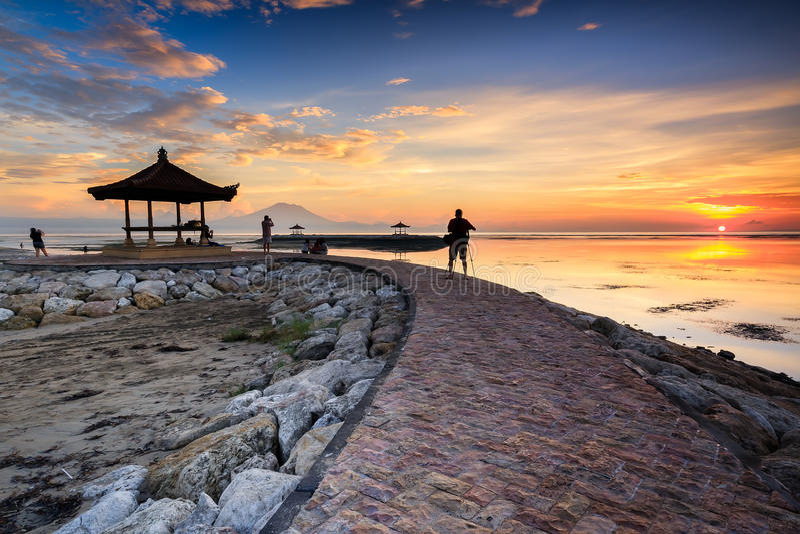 Восход солнца на пляже Karang стоковые изображения rf