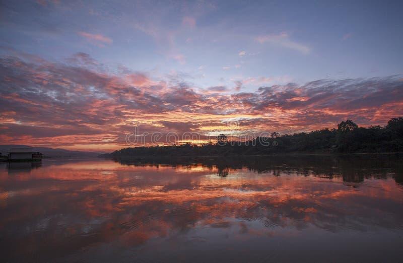 Восход солнца на реке Таиланде луны стоковая фотография