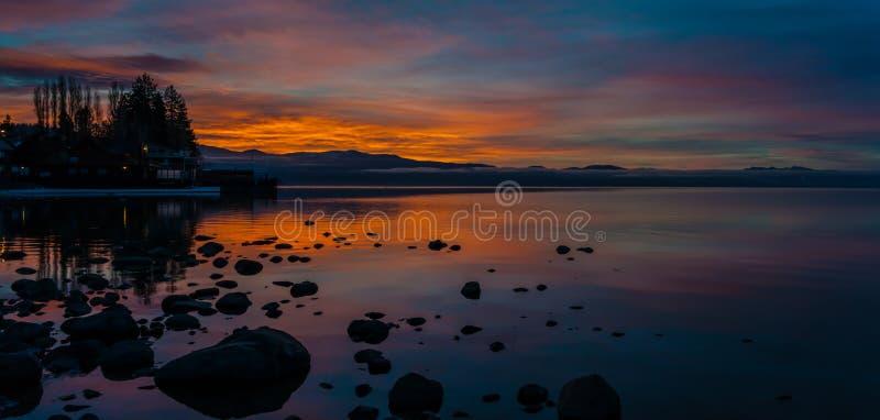 Восход солнца на северном Лаке Таюое стоковое изображение rf