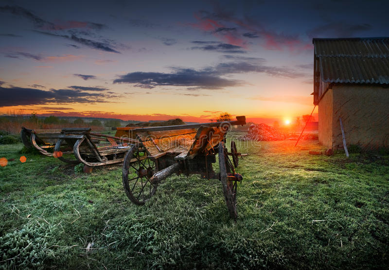 Восход солнца на ферме. стоковое изображение rf