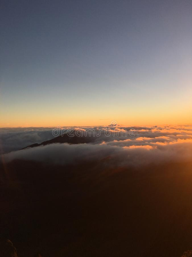 Восход солнца на 10.000 футах стоковое фото rf