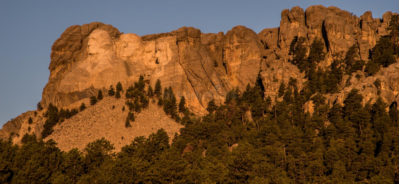 Восход солнца на Mount Rushmore стоковое изображение rf