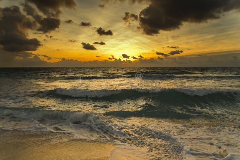 Восход солнца океана