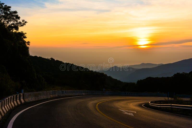 Восход солнца от дороги в Doi Intanon стоковые изображения rf