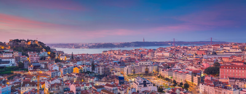Восход солнца панорамы Лиссабона стоковые фотографии rf