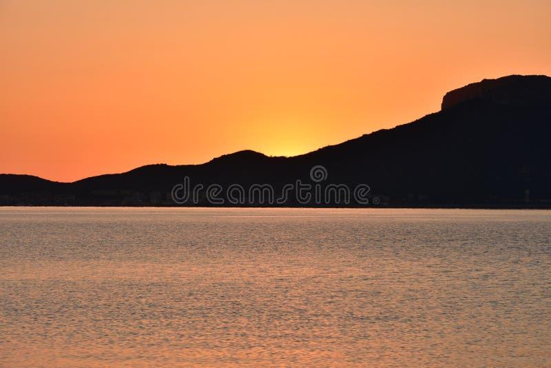 Восход солнца побежит сверх Сардиния стоковое изображение