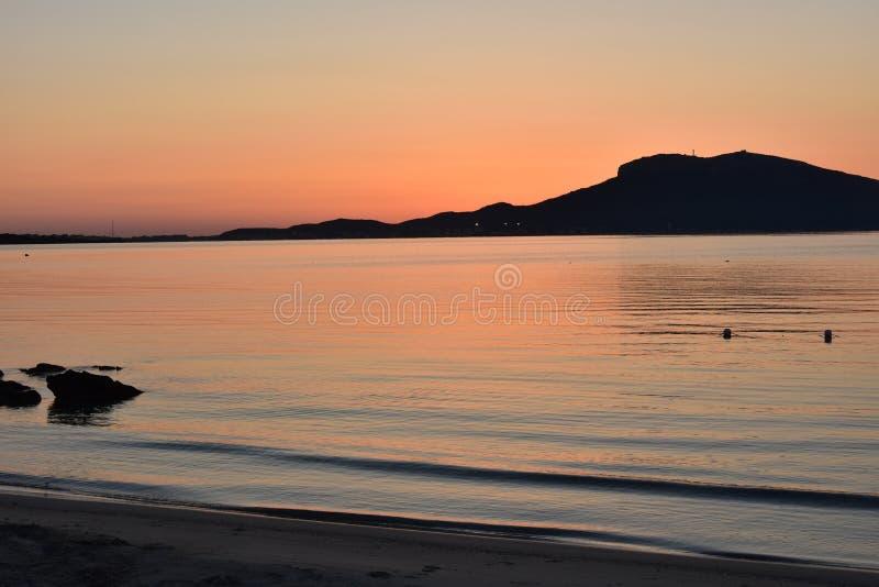 Восход солнца побежит сверх Сардиния стоковое изображение rf