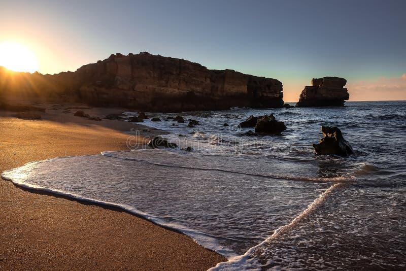 Восход солнца пляжа Алгарве стоковые изображения rf