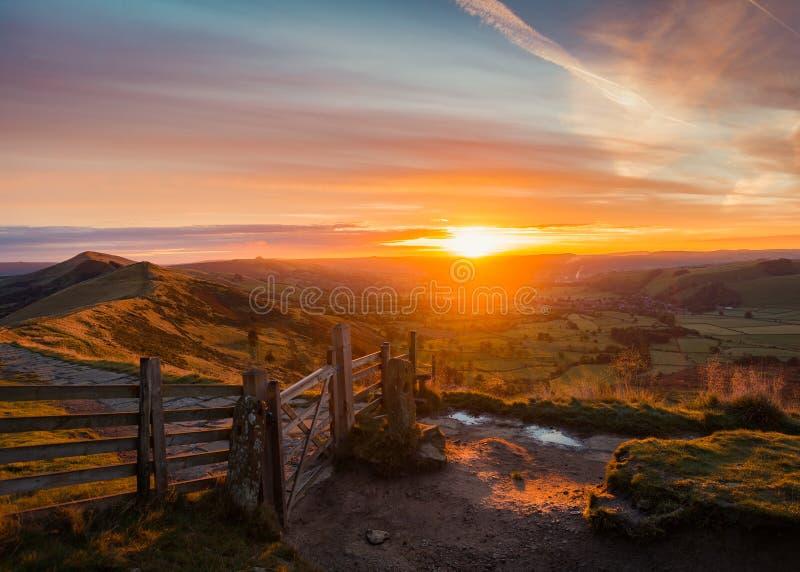 Восход солнца скалистой вершины Mam стоковая фотография rf