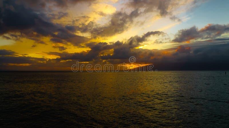 Восход солнца с пансионером затвора на праве стоковые фото