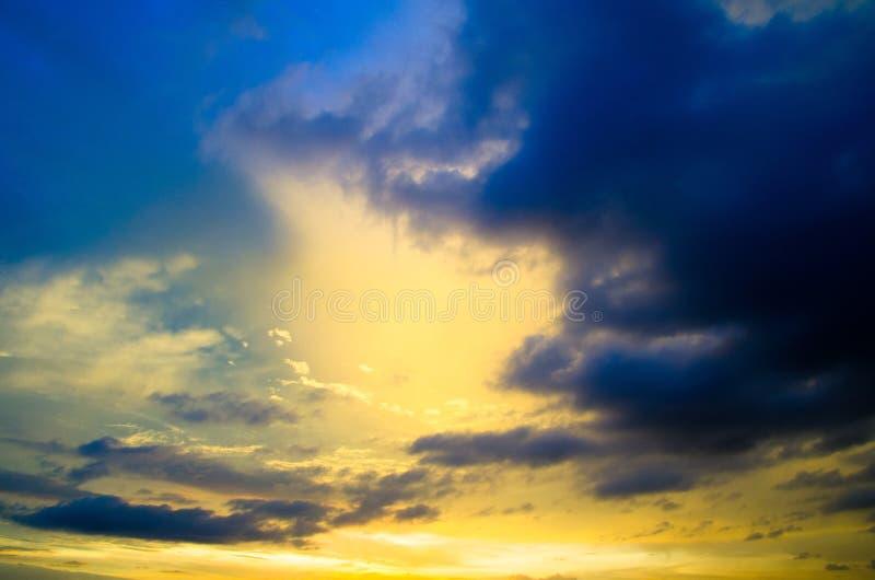 Download Восход солнца стоковое изображение. изображение насчитывающей сновидение - 33730557
