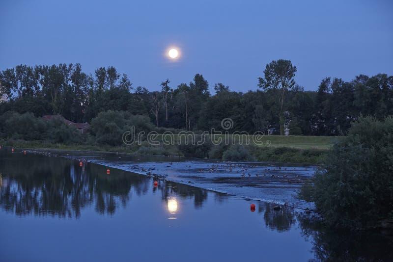 Восход луны над рекой Руром стоковая фотография