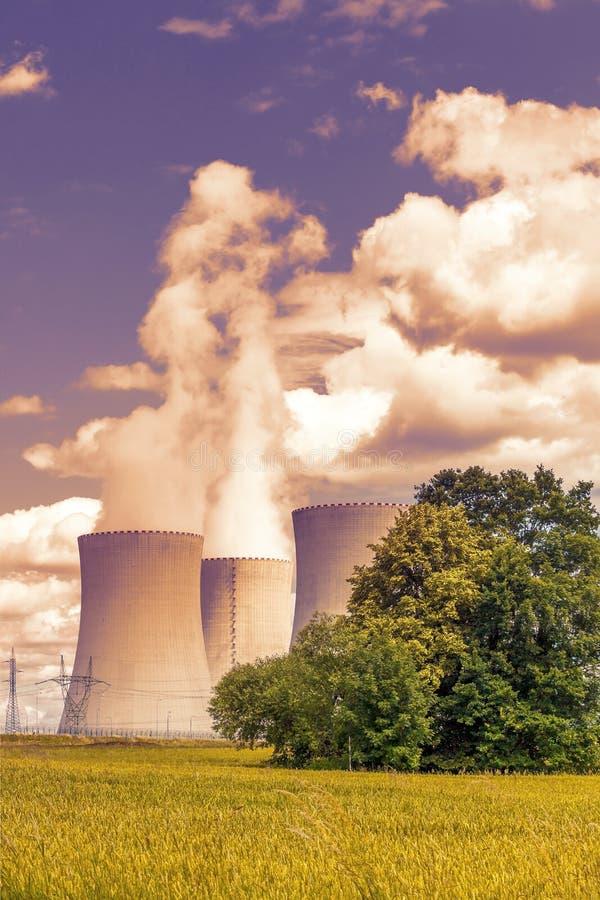 восходящий поток теплого воздуха силы завода центрального отопления стоковая фотография rf