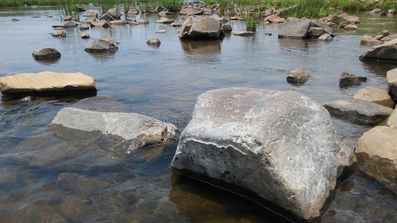 Вода и камень стоковое изображение rf