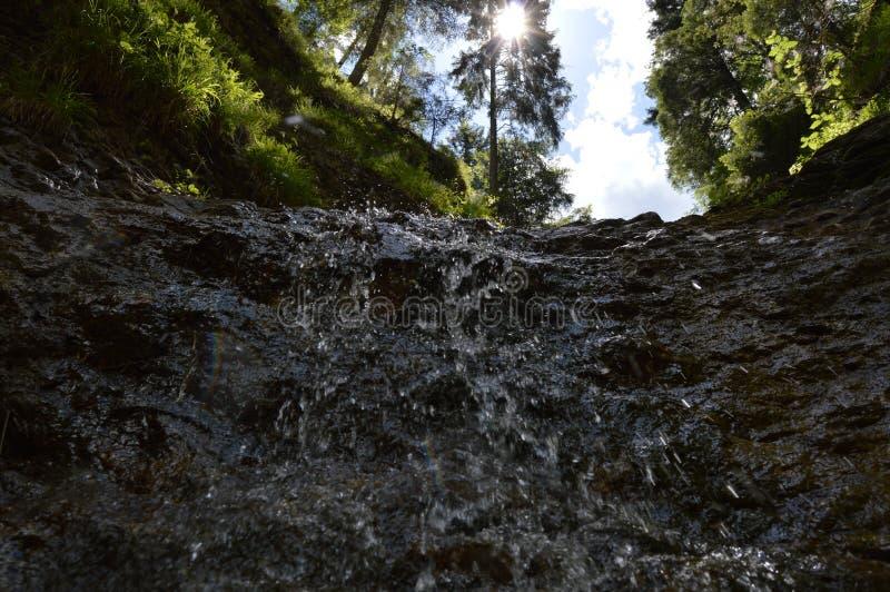 Вода и утесы стоковые изображения rf