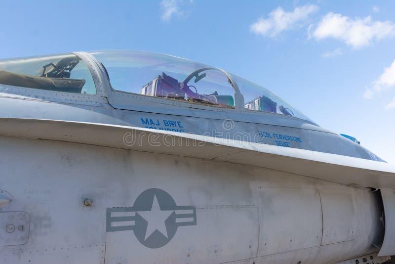 Во время шоу 'Мирамар Эйр Шоу' на борту истребителя, находившегося за пределами Кокпит стоковая фотография