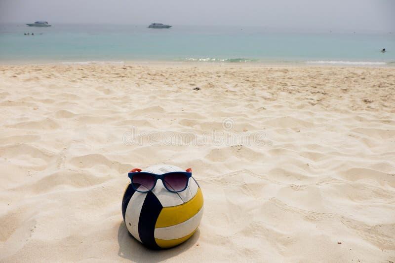 Волейбол на пляже лета стоковое изображение rf