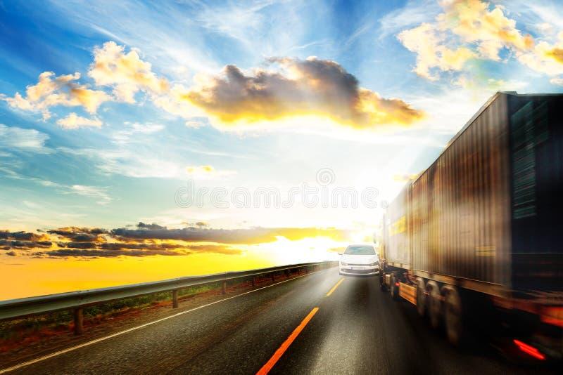 Водитель ослепленный на дороге стоковые изображения rf