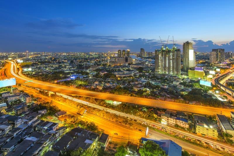 Download водит движение городка дороги ночи вы Стоковое Фото - изображение насчитывающей кондоминиум, дело: 40575774