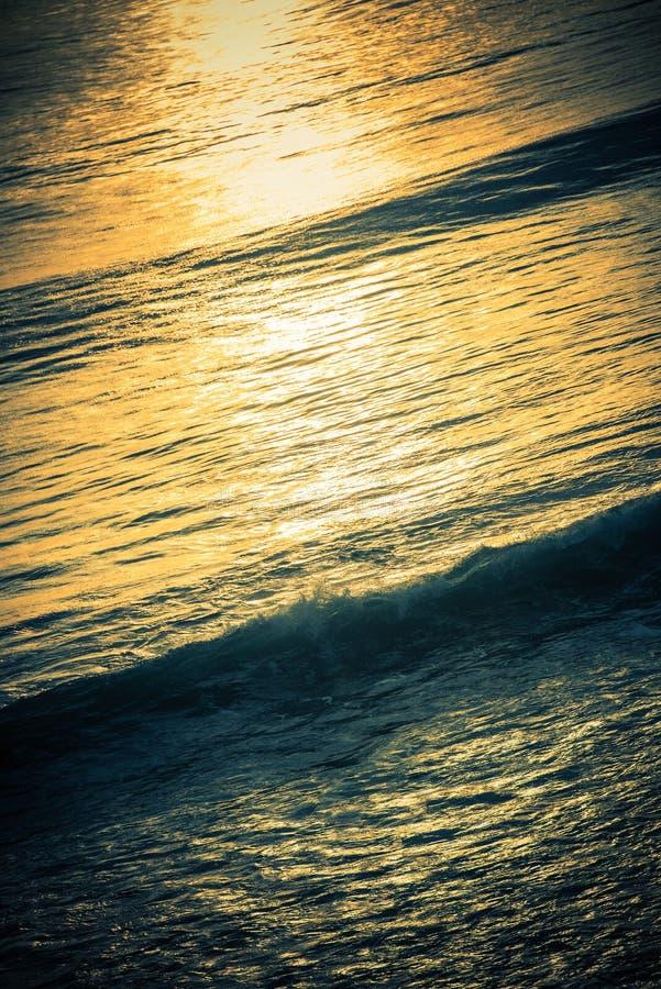 Волнистая предпосылка океана стоковые изображения rf