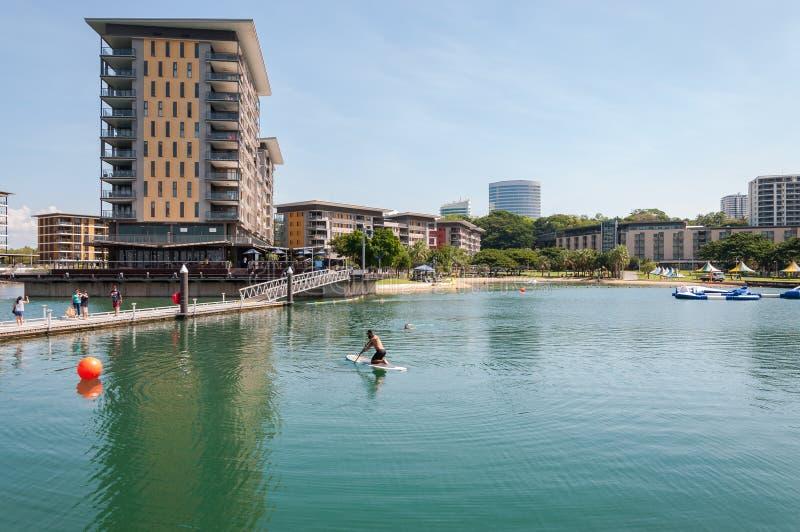 Водные виды спорта на причале портового района Дарвина стоковое изображение rf