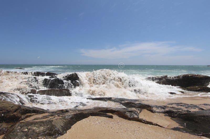 Волны на береге Индийский океан стоковое фото rf