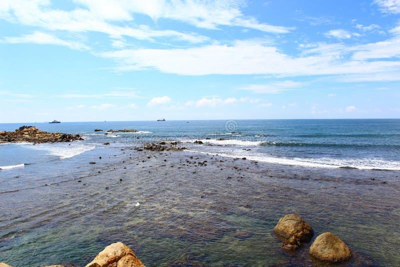 Волны на береге, Индийском океане стоковая фотография